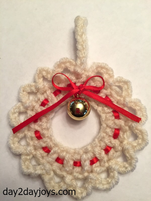 Diy Crocheted Wreath Ornamentgift Tag Day2day Joys